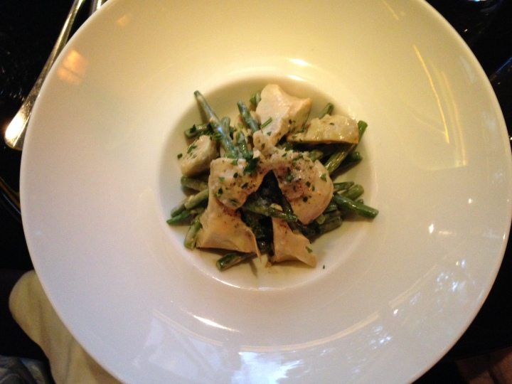 salade d'artichauts et haricots verts frais, copeaux de parmesan, café du théatre