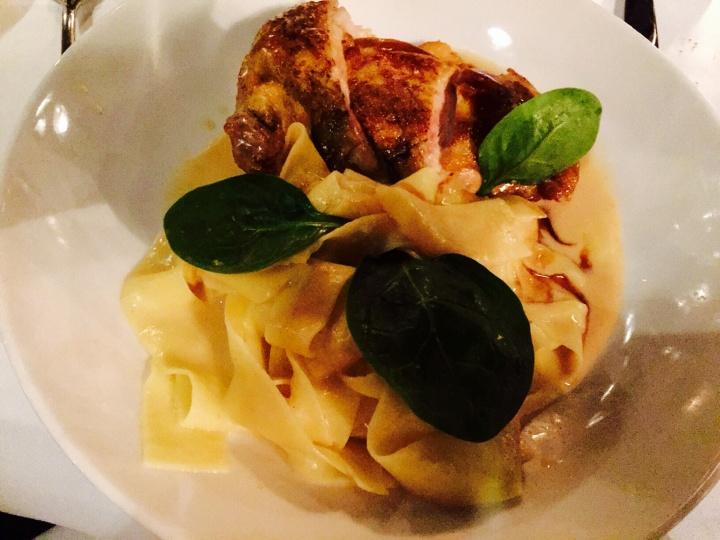 Suprême de volaille sauce foie gras restaurant l'île - les restos de Boulogne