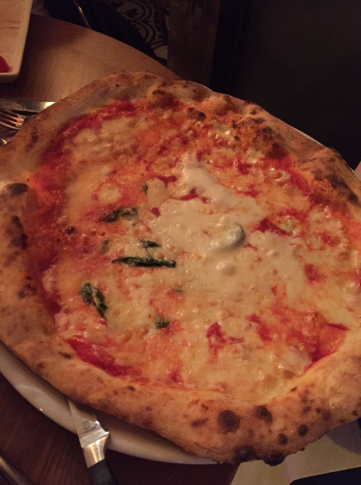 Pizza traditionnelle Margherita AOC famigila rebellato boulogne